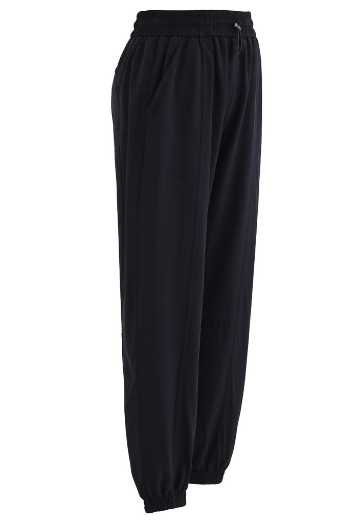 Drawstring Pockets Tapered Joggers in Black