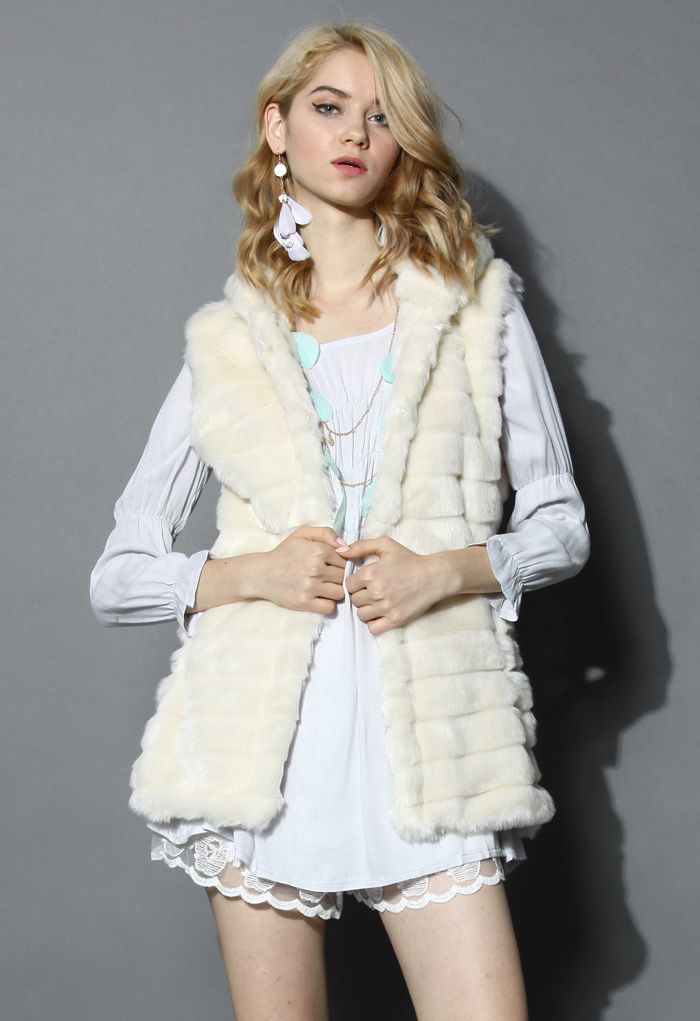 Chicwish Faux Fur Hooded Quilt Vest in Cream